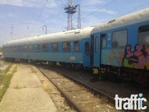 Товарен влак дерайлира на гара Карлово