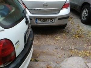 В Кючука звънят в полицията заради паркомясто, в Москва се стрелят
