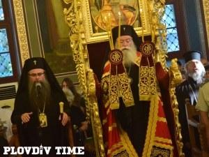 Заради войната по пътищата: Митрополит Николай отслужи панихида