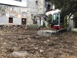 Разкопаха двора на Бачковския манастир СНИМКИ