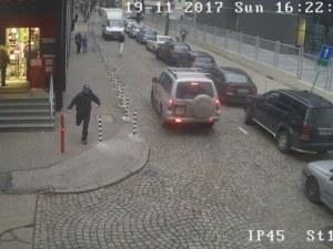 Обир посред бял ден! Мъж ограби клон на Easy pay, камера запечатала екшъна СНИМКИ