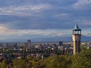 Край на валежите в Пловдив, слънце огрява тепетата