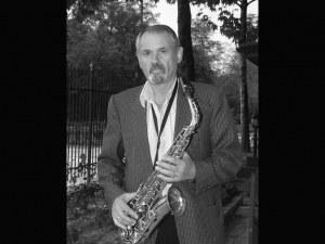 """Отиде си легендарен саксофонист на """"Канарите"""""""