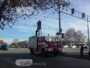 Зверска тапа на Кукленско шосе заради пропаднали тролейбусни жици СНИМКИ