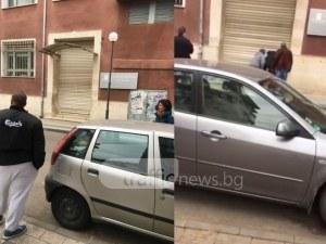 Пълен абсурд! Общинари се борят с чукове и лостове да отворят данъчното в Пловдив ВИДЕО и СНИМКИ
