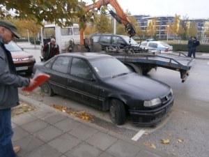 Разчистват Смирненски от стари автомобили СНИМКИ