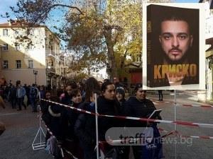 Криско взриви Пловдив с новата си книга! Стотици фенове чакат за автограф СНИМКИ