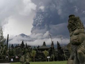 Летището в Бали все още е затворено, хиляди туристи са блокирани