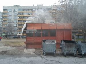 """Кюмбе на """"Чистота"""" в Пловдив действа като инсинератор, гори всичко от казаните СНИМКИ"""
