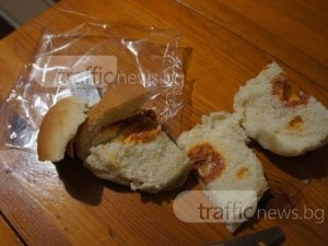 Това калцоне ли е? Ето как изглежда една безплатна закуска за ученици в Пловдив ВИДЕО