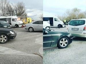 Катастрофа блокира Асеновградско: Маршрутка и камион се удариха ВИДЕО
