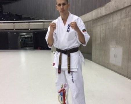 Васко не пропуска ден в залата по карате - затова стана световен шампион СНИМКИ