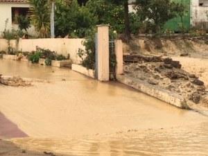 Порои удаваха Западна Гърция, водата достигна до 1 метър
