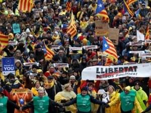 Пучдемон поведе 45 хил. души в Брюксел в подкрепа на независимостта на Каталуния СНИМКИ