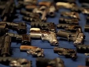 Продавач в оръжеен магазин в Пловдив се простреля по погрешка