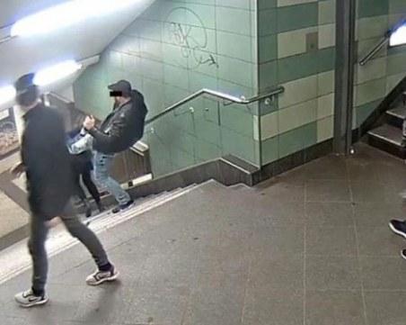 Смазаха от бой в затвора българина, който изрита жена в берлинското метро