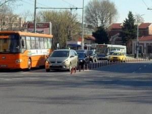 Автобус повлече пътник, едва не го осакати