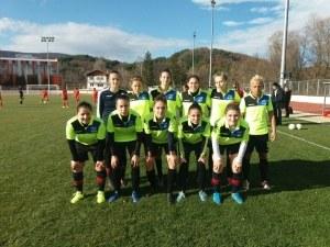 Момичетата на ФК ЕНКО завършиха годината с хубава победа