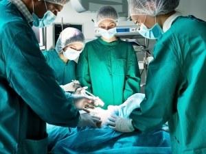 Хирурзи спасиха дете със сърце извън гръдния кош
