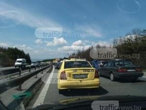 Камион аварира на магистралата до Пловдив, аутобанът е покрит с отпадъци