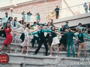 Пловдив е чарлстон! Вихрени танци завладяват тепетата  ВИДЕО