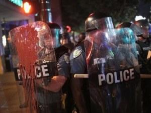 9 полицаи са ранени при сблъсъци с роми