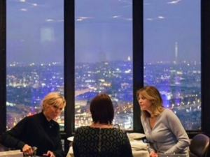Деси Радева и френската първа дама с обяд на Айфеловата кула