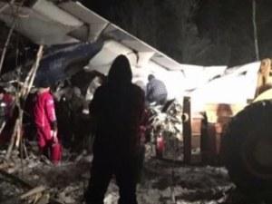 Самолет с 22-ма пътници се разби, по чудо няма жертви
