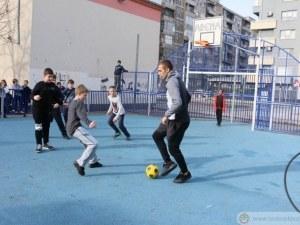 Звезди на Ботев зарадваха малчугани в пловдивско училище ВИДЕО И СНИМКИ