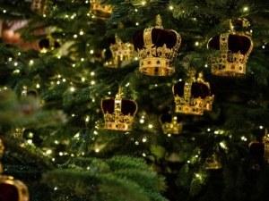Изящната коледна декорация в Бъкингамския дворец ВИДЕО и СНИМКИ