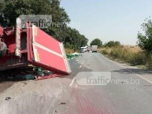 Зверски удар между камион и кола, има загинал