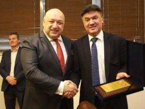 Г-н Михайлов и г-н Кралев, казахте А, кажете и Б!