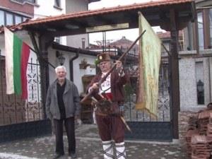Пенсиониран учител по история превърна бащината си къща в музей СНИМКИ