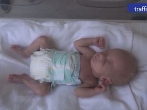 15-годишна ромка роди бебе, тежащо само 990 грама