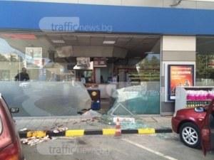 20-годишно момиче влезе да плати в бензиностанция барабар с колата