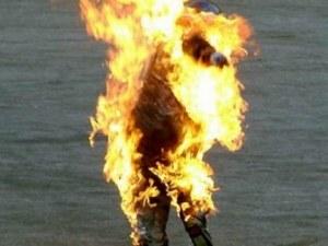 27-годишен мъж се поля с бензин и се запали пред очите на майка си