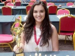 Надеждите на Пловдив: Вики Радева мести шахматните фигури от 3-годишна, мислела ги за кукли СНИМКИ