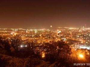 Пловдив се тресе! Започнаха луди гърмежи часове преди Нова година СНИМКИ
