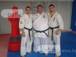 Братя Команови превзеха световното карате със здрав бой помежду им СНИМКИ
