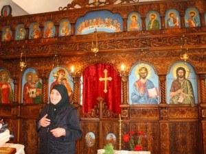 Чудо: миро потече от иконите в Златарския манастир