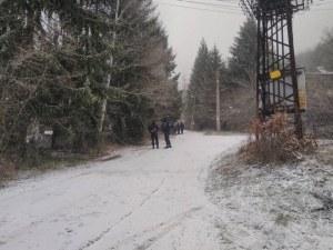 Полиция обгради вилната зона край Нови Искър! Търсят мъж около Луково