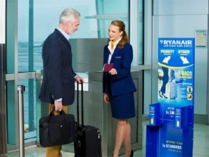 Само с дамска чанта на борда на Ryanair! Новите правила влизат в сила до броени дни