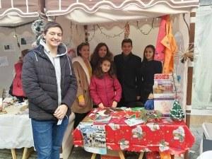 Ученици от Английската събраха над 2000 лева на благотворителен базар СНИМКИ