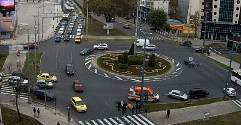 Издирват се свидетели на катастрофа в Пловдив! Хулиган ударил шут и избягал от произшествието