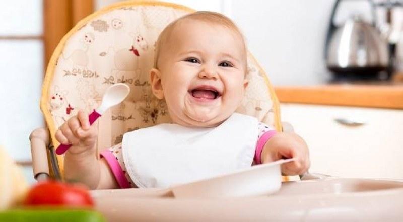 Как правилно да храним децата от 6 месеца до 5 годинки? Вижте тази подробна таблица