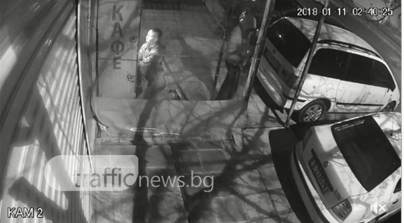 Разбивачи на кафе автомати бяха щракнати от камера! Познавате ли ги? ВИДЕО
