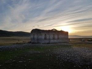 """""""Потопената църква"""" в Жребчево! Храмът, който 10 месеца в годината е под вода СНИМКИ"""