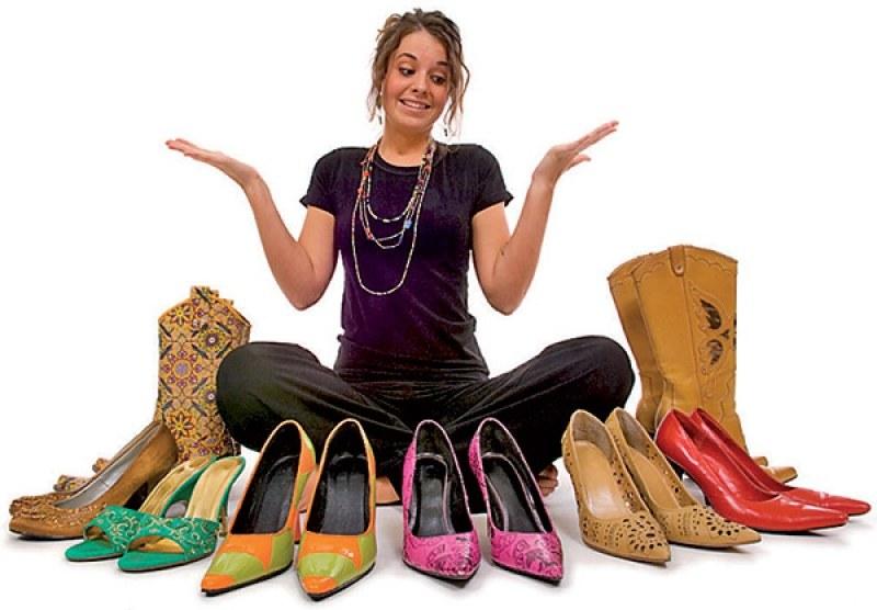 Време за обувки! Пловдивски мол напомня, че е важно как и къде стъпваш, но и с какво