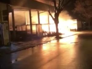 Голям пожар погълна пазар в Пловдив ВИДЕО*