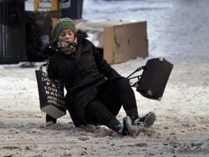Как да ходим по леда, без да се подхлъзваме? ВИДЕО